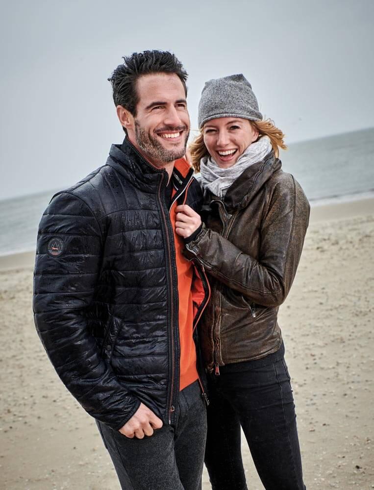 Jacken-Highlights im Herbst - Steppjacke am Strand