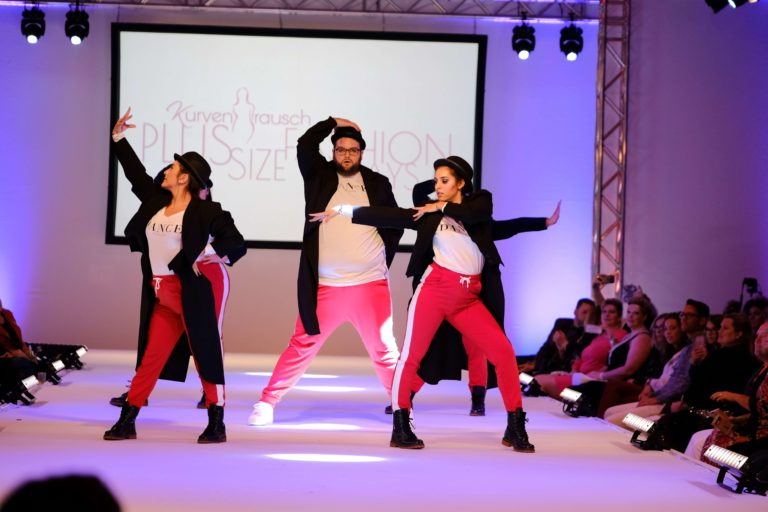 Die Show der Plus Size Fashion Days - Tanzauftritt