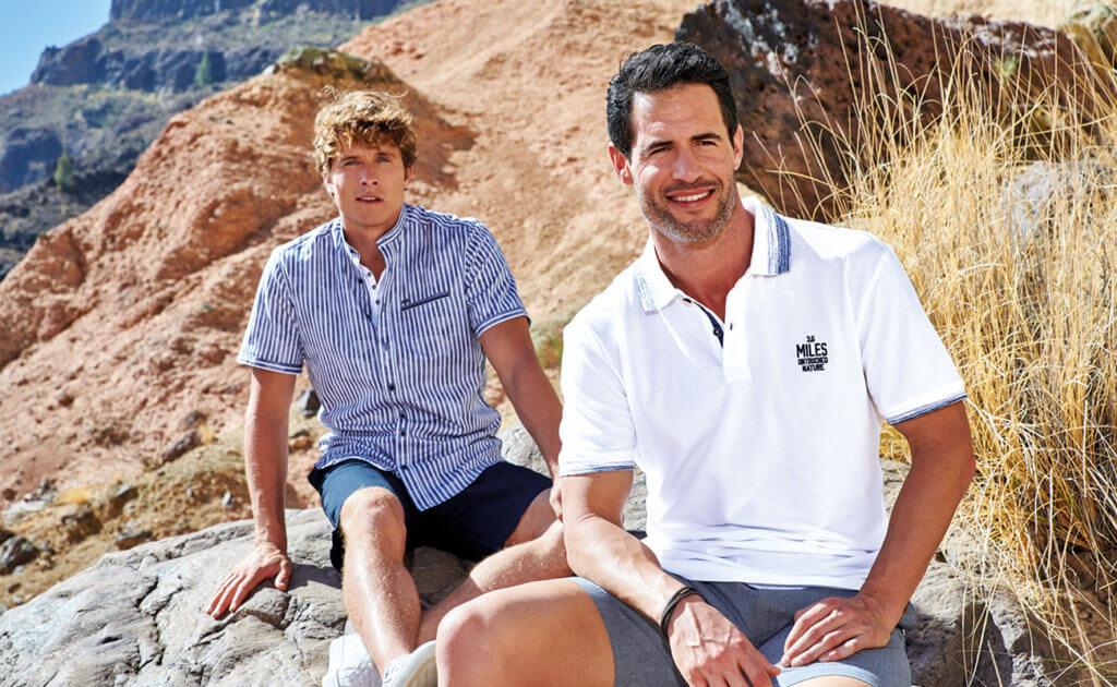 Poloshirt in weiß mit blauer Bermuda/Hemd gestreift mit blauer Bermuda
