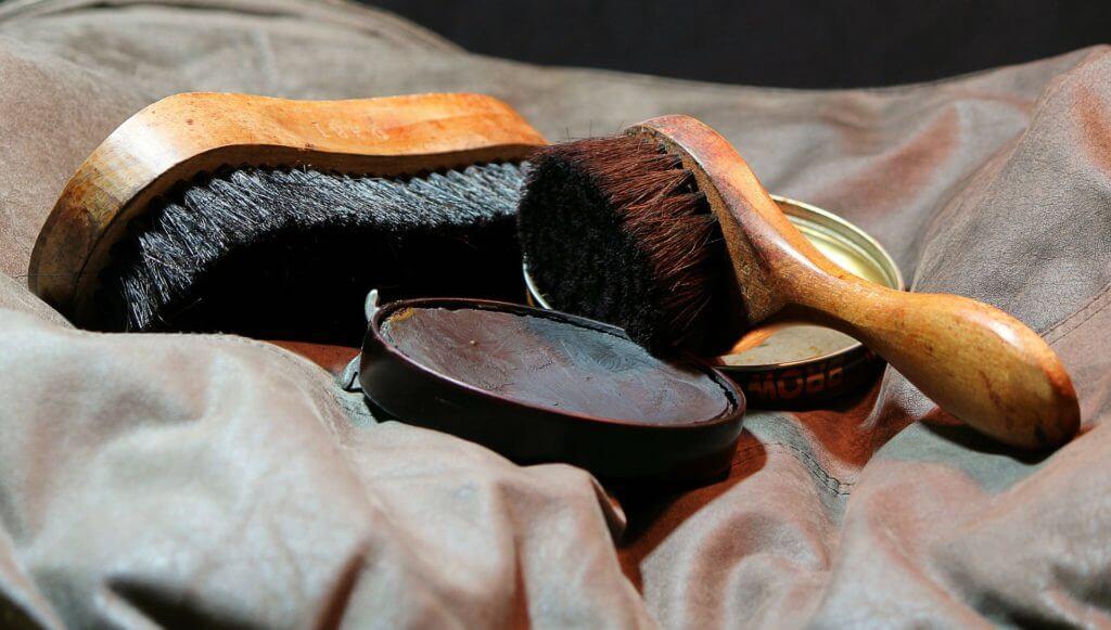 Lederpflege - Bürsten und Creme